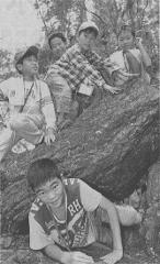 町石道を登る子どもたち