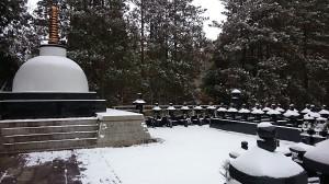 2014初雪・仏舎利宝塔