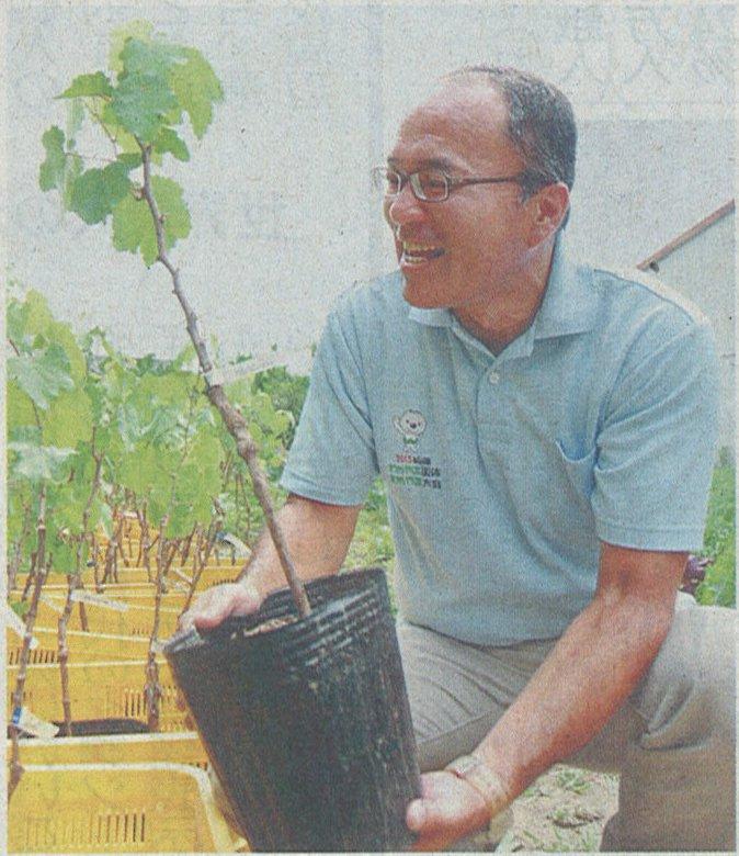 「アルパリーニョ」の笛木を手にする中谷直木さん